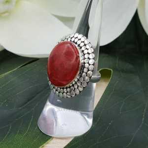 Zilveren ring gezet met ronde Koraal 16.5 mm
