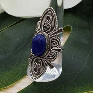 Zilveren ring met Lapis Lazuli en bewerkte kop 18 mm