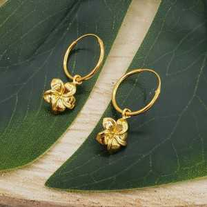 Goud vergulde creolen met bloem hanger