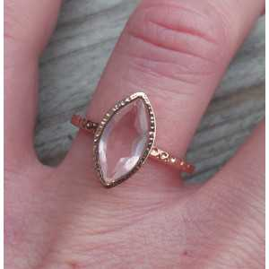 Gold plated ring faceted rose quartz in gehamerde setting 17.3 mm