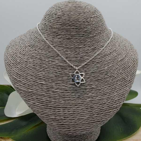 Zilveren ketting met lotus hanger met mediterende Boeddha
