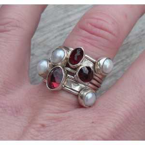 Silver rings set with Garnet and Pearls 19 mm