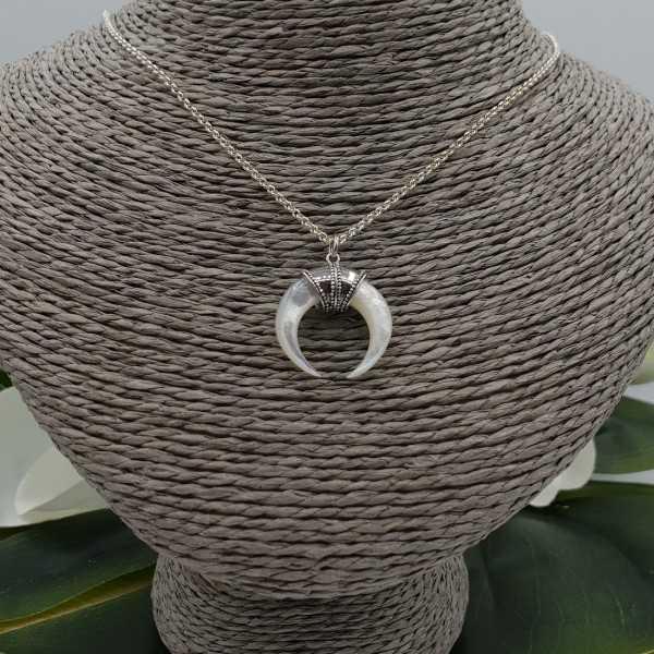 Zilveren ketting met Parelmoer hoorn hanger