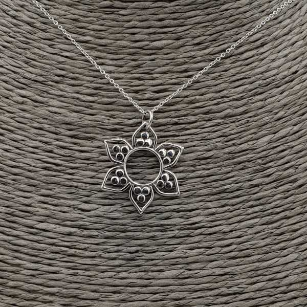 Silber Halskette mit Blumen-Anhänger