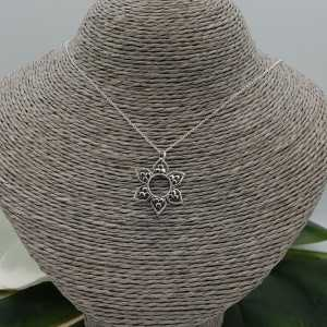 Silver necklace with flower pendant