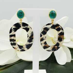 Goud vergulde oorbellen met Apatiet quartz en resin hanger