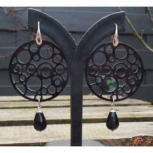 Zilveren oorbellen ronde Buffelhoorn en Onyx briolet