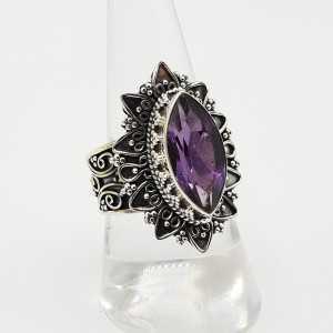 Zilveren ring met marquise Amethist bewerkte setting