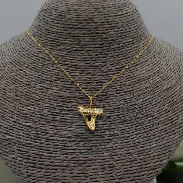 Vergoldete Halskette mit haaientand