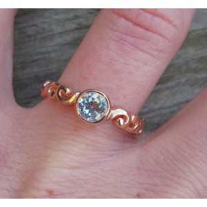 Vergulde ring gezet met ronde blauwe Topaas 17.3 mm