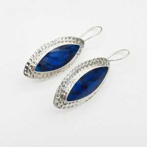 Zilveren oorbellen gezet met marquise blauw Abalone schelp