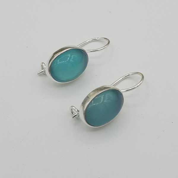 Zilveren oorbellen met ovale Chalcedoon en sluithaak
