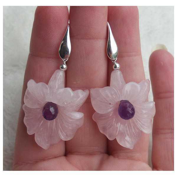 Zilveren oorbellen met bloem van Rozenkwarts en Amethist briolet