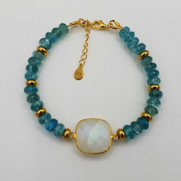 Vergoldete Armband mit Regenbogen-Mondstein und Apatit