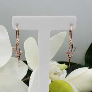 Rosé vergulde oorbellen met elf hanger