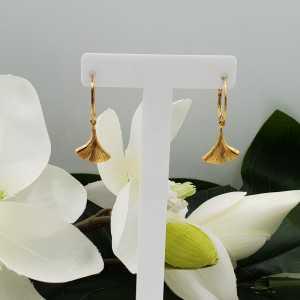 Goud vergulde oorbellen met ginkgo blad hanger