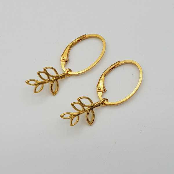 Vergoldete Ohrringe mit Blatt Anhänger
