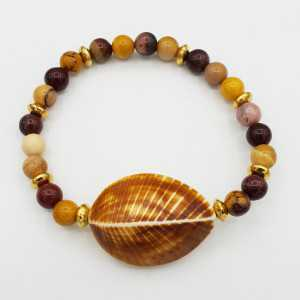 Bracelet with Mookaiet and shell
