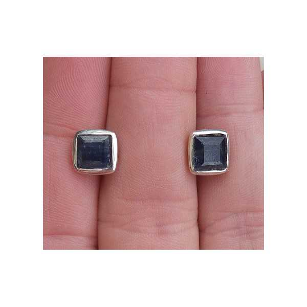Silver oorknoppen set with square facet Sapphire