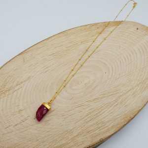 Goud vergulde ketting met Robijn hoorn hanger
