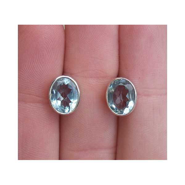 Silver oorknoppen set with blue Topaz