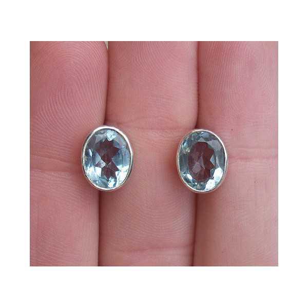 Zilveren oorknoppen gezet met blauw Topaas