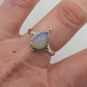 Zilveren ring met druppelvormige Ethiopische Opaal maaat 18.5 mm