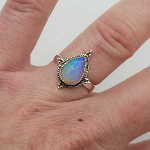 Zilveren ring met druppelvormige Ethiopische Opaal maaat 16.5 mm