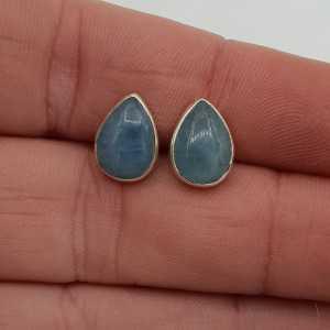 Zilveren oorbellen met druppelvormige Aquamarijn