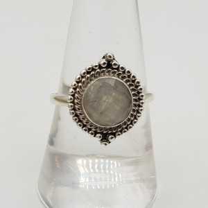 Zilveren ring met ronde facet geslepen Maansteen 18 mm