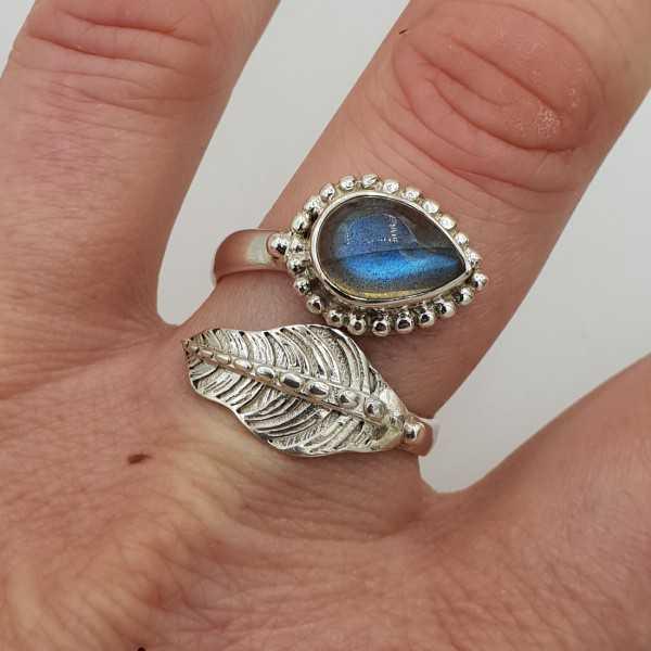 Zilveren ring met blad en met Labradoriet 19 mm