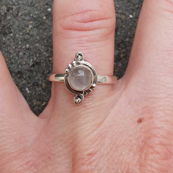 Silber ring set mit einem kleinen Runden Rosenquarz