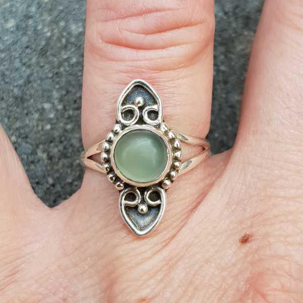 Zilveren ring met kleine ronde cabochon aqua Chalcedoon