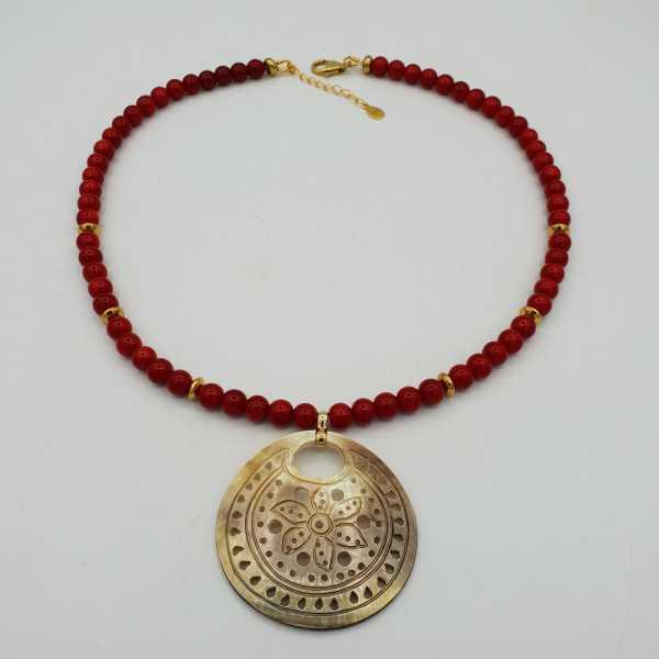 Vergoldete Halskette mit Koralle und shell-Anhänger
