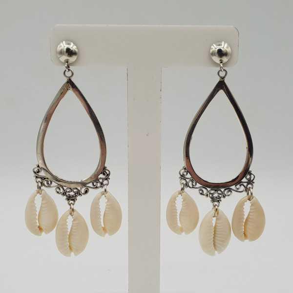 Zilveren lange oorbellen met Cowrie schelp