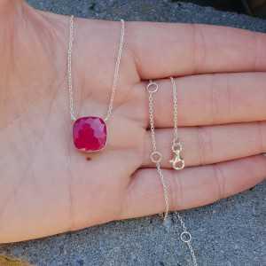 Zilveren ketting met vierkante fuchsia roze Chalcedoon hanger