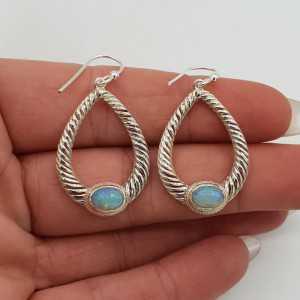 Zilveren oorbellen gezet met Ethiopische Opaal