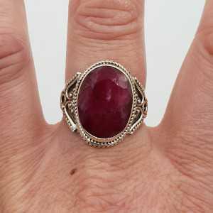 Zilveren ring gezet met Robijn 19 mm