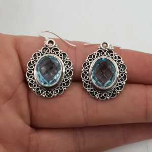 Silber Ohrringe oval blau Topas set in einem geschnitzten Einstellung