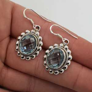 Zilveren oorbellen gezet met ovale facet blauw Topaas
