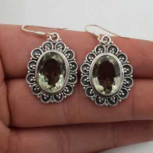 Zilveren oorbellen gezet met ovale facet groene Amethist