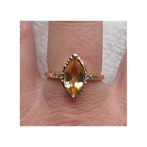 Vergoldet ring mit marquise Citrin in gehamerde Einstellung 18 mm
