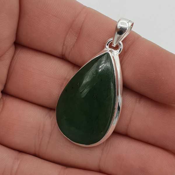 Zilveren hanger gezet met druppelvormige Jade