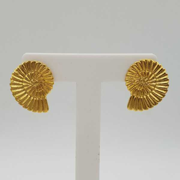 Gold-plated shell drop earrings