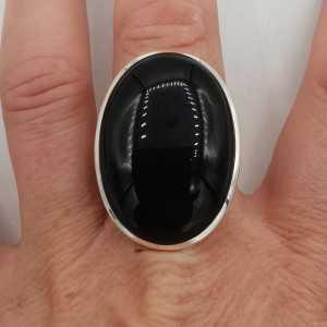 Zilveren ring gezet met grote brede ovale zwarte Onyx 18 mm