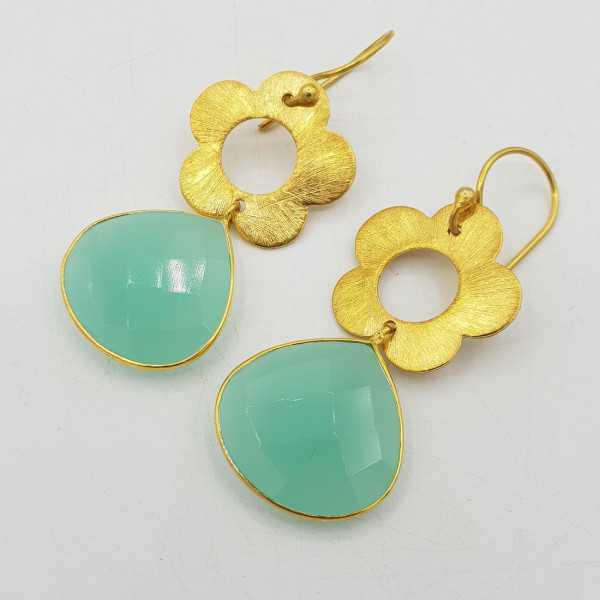 Goud vergulde oorbellen met bloem en aqua Chalcedoon