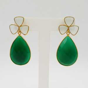 Goud vergulde oorbellen met groene Onyx en wit Chalcedoon