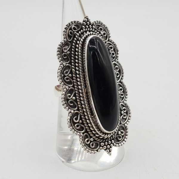 Zilvren ring mit schwarzem Onyx set in einem geschnitzten Einstellung