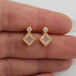 Gold-plated oorknoppen with rose quartz