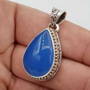 Zilveren hanger druppelvormige blauw Chalcedoon in bewerkte setting